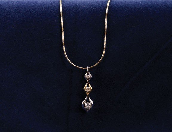 4: 18ct yellow and white gold dropper pendant
