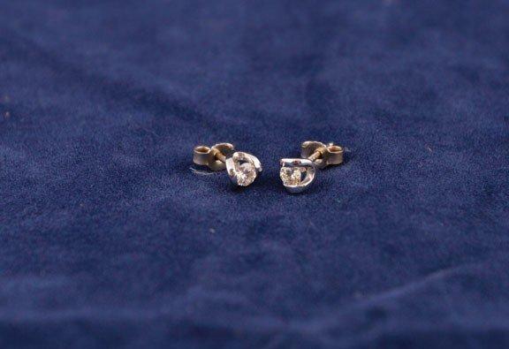 8: 18ct gold earrings