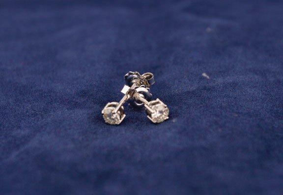 9: 18ct white gold screw-back studs