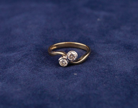 14: 18ct yellow and white gold twist ring