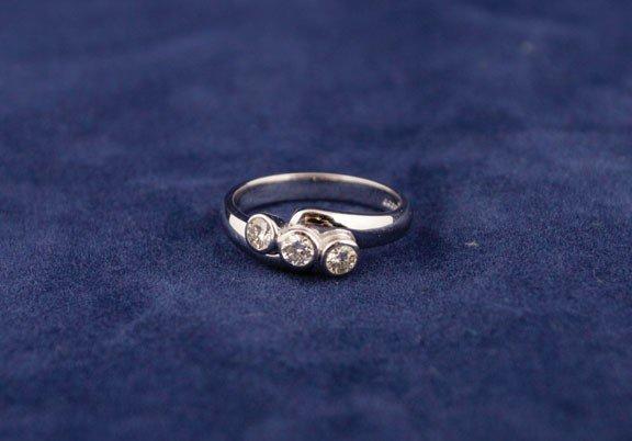 15: 18ct white gold twist ring