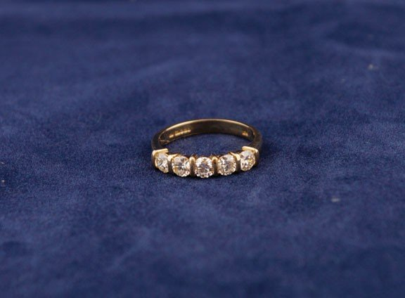 19: 18ct yellow gold 1/2 eternity ring