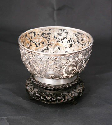 646: Chinese sterling silver dragon bowl on stand
