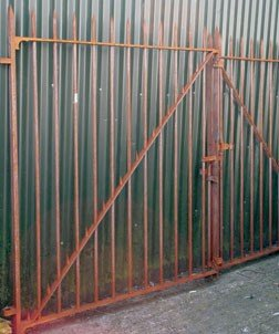 1: Pair old cast iron entrance gates