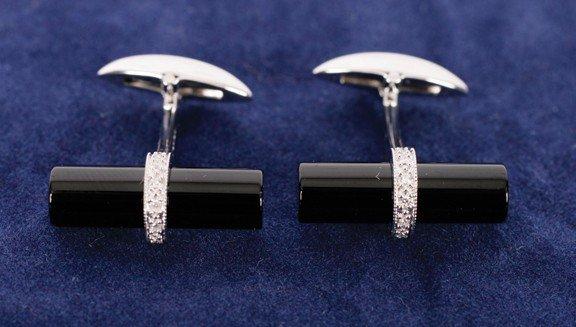 19: 9 carat onyx diamond (0.11ct) white gold cuff links