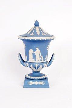 979: Wedgwood jasperware classical urn and cover