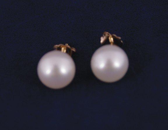 5: Fine fresh water pearl round earstuds