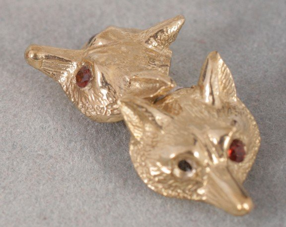 12: 9 ct. gold fox head cufflinks
