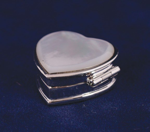 23: Mother o'pearl and silver heart box