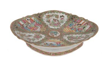 1510: Large eighteenth-century Chinese famille rose dis