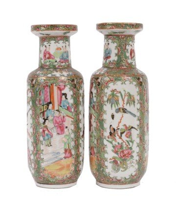 1511: Pair of Chinese Qing Dynasty famille rose vases