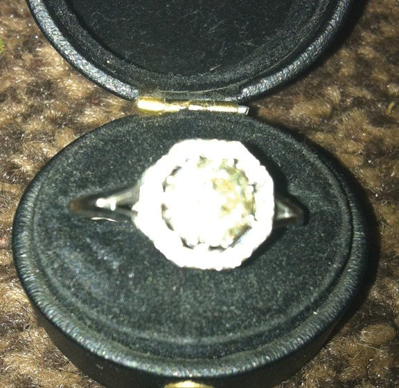 674: 18 ct. white gold and diamond ring, centre stone 1