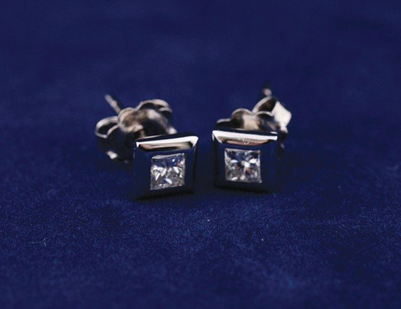 18 ct. white gold studs