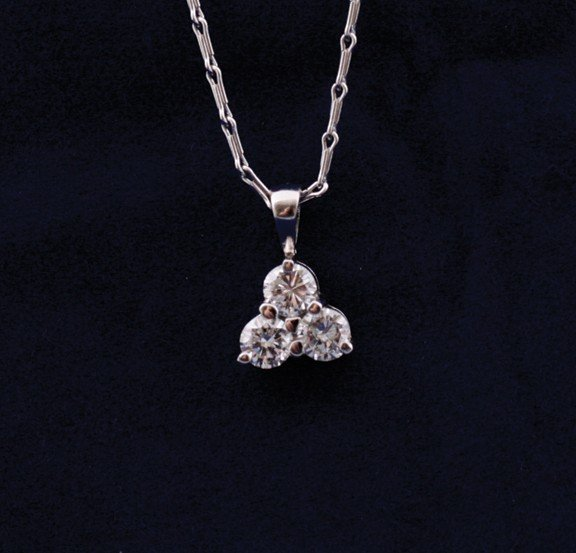18 ct. white gold pendant