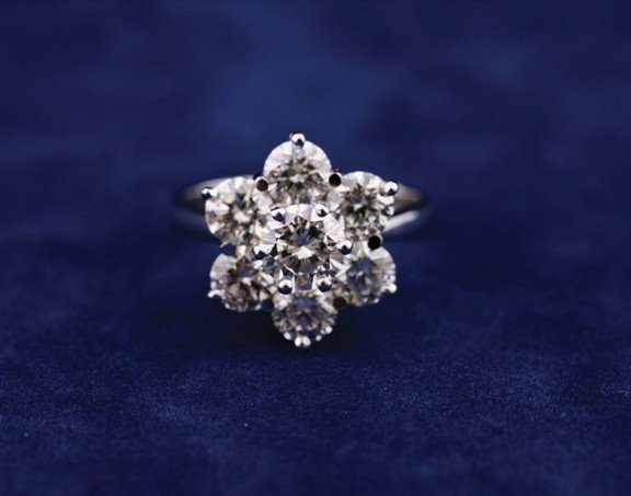 18 ct. white gold seven stone daisy cluster ring