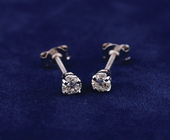 18 ct. white gold screw back studs