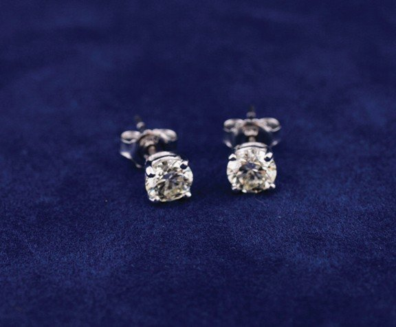 18 ct. white gold four claw studs