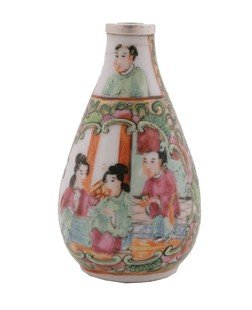 Nineteenth-century famille rose snuff bottle