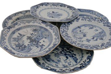 Assorted group of eight eighteenth-century Chinese blue