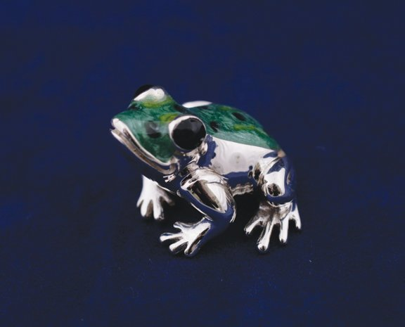 109: Solid silver and enamel frog