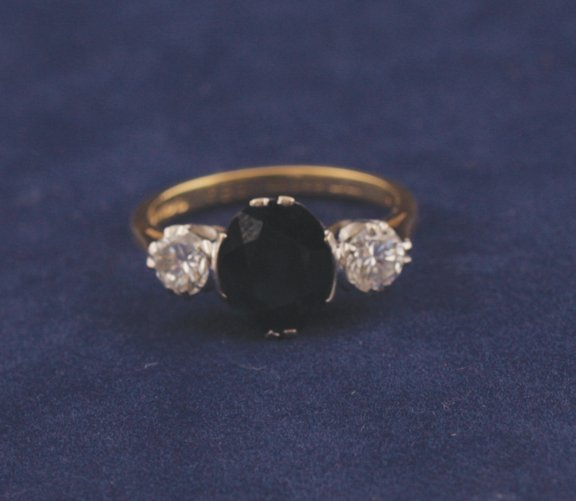 7: 18 ct. gold sapphire and diamond ring