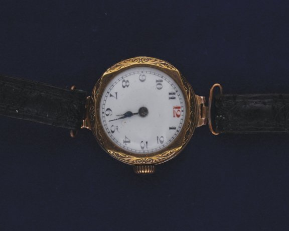 23: 9 ct. gold ladies wrist watch