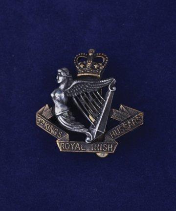 552: 8th. King's Royal Irish Hussars cap badge
