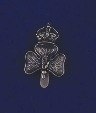 553: Royal Irish Rifles cap badge