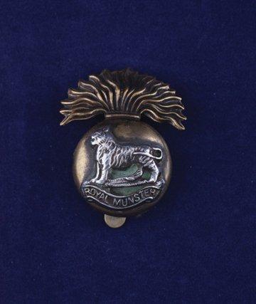 555: Royal Munster Fusiliers cap badge