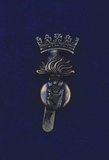 561: Royal Irish Fusiliers cap badge