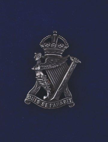 563: Royal Irish Rifles cap badge