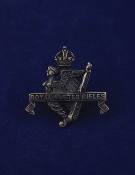 566: Royal Ulster Rifles cap badge