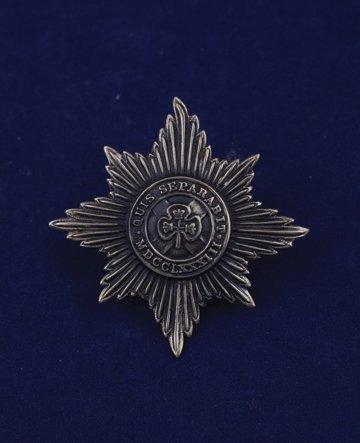 569: Irish Guards cap badge