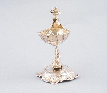 Silver scallop shaped salt cellar,