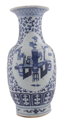 Large Chinese Qing period blue and white vase