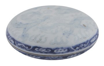 Chinese Qing period blue and white dragon decorated