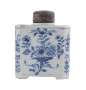 Chinese Qing period blue and white caddy,