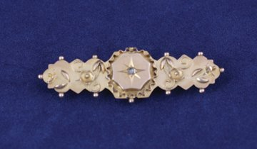 Victorian aesthetic movement 9 ct. gold bar brooch