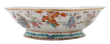 Chinese Qing period oval famille rose bowl