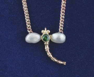 Vintage pearl and emerald dragonfly 9 ct. gold pendant