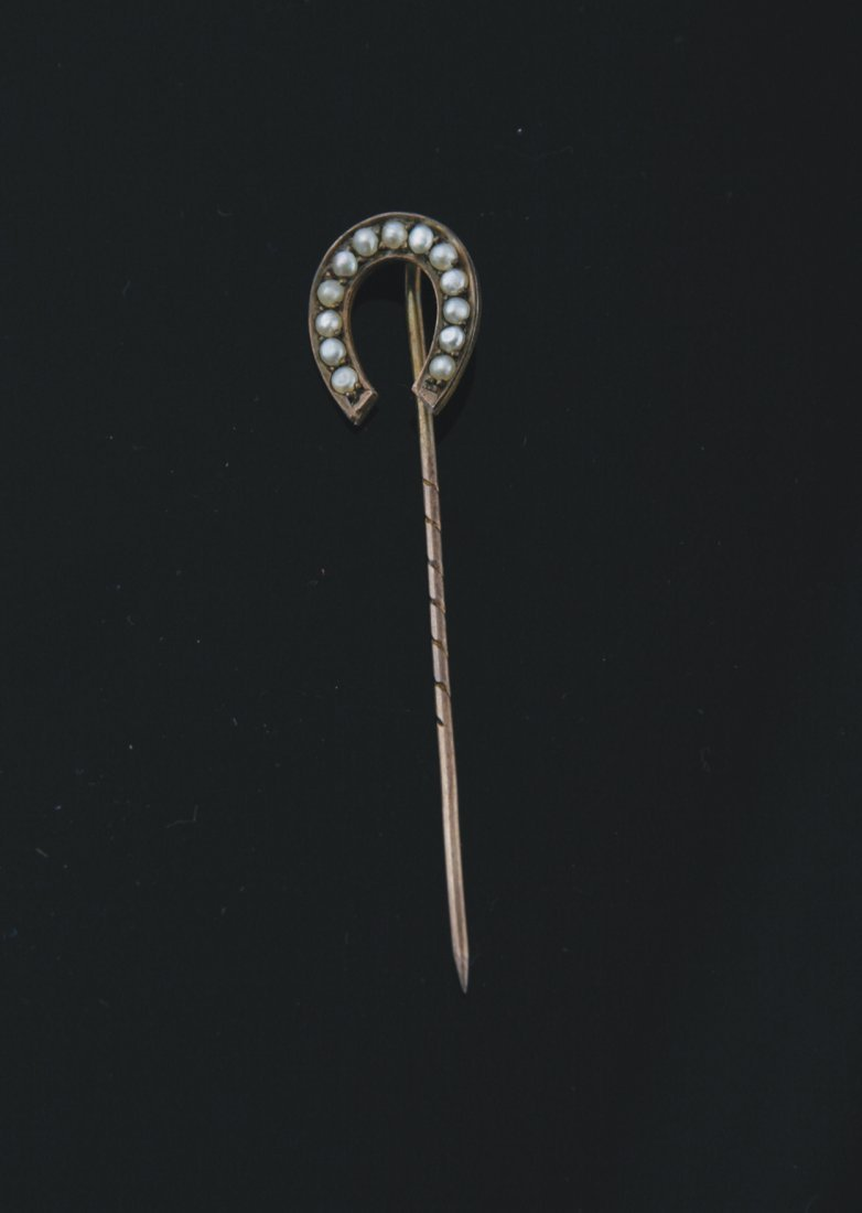 9 ct. gold and pearl horse shoe shaped stick pin