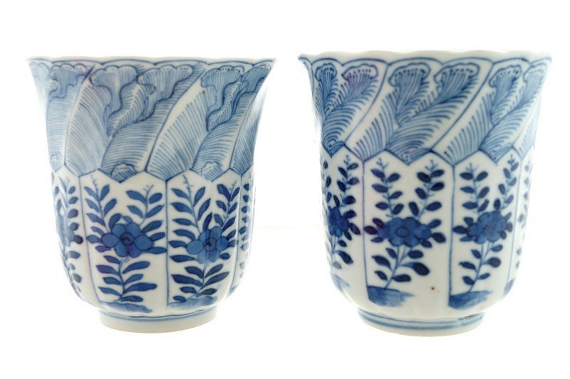 A pair of Chinese blue and white beakers, Kangxi period