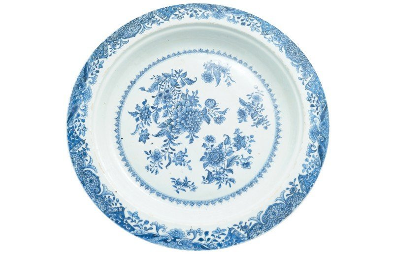 A Chinese blue and white charger, eighteenth century