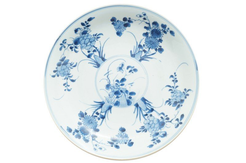 A Chinese blue and white charger, Kangxi period