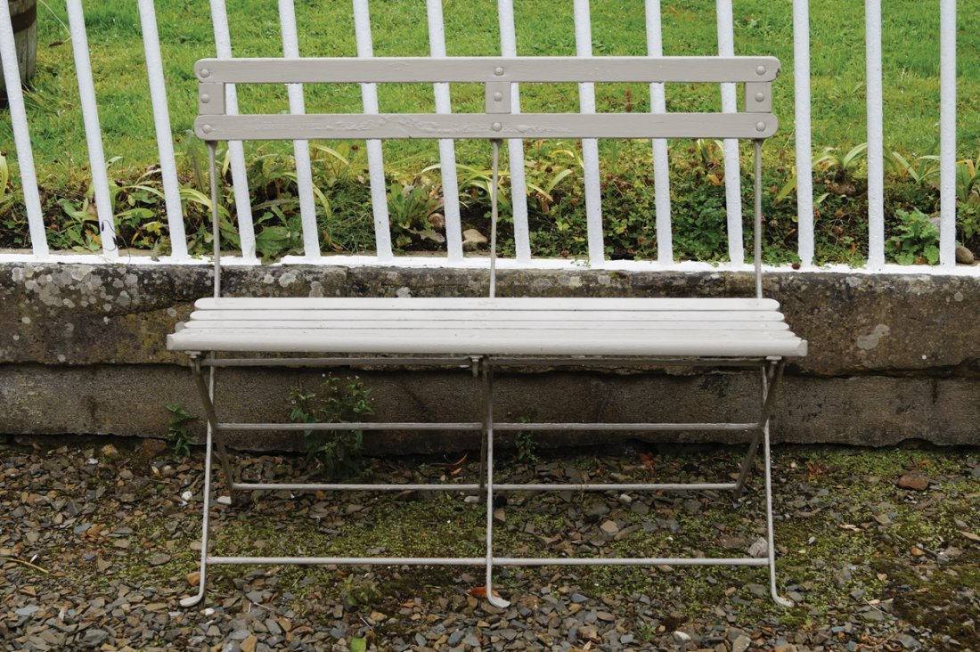 FOLDING METAL AND WOODEN GARDEN BENCH