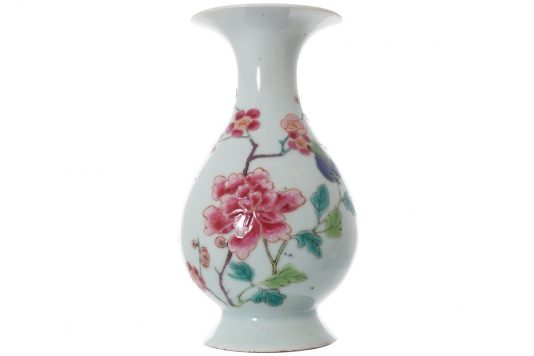 MINIATURE CHINESE FAMILLE ROSE VASE