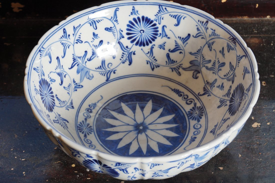 ANTIQUE BLUE AND WHITE BOWL