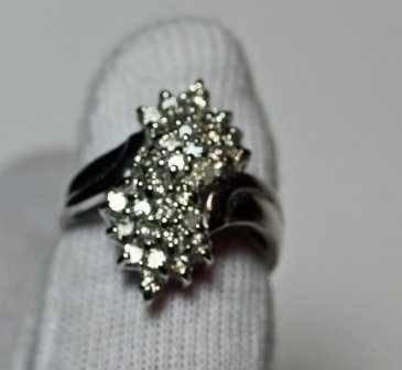 10: 1.00 CTW Diamond Ring