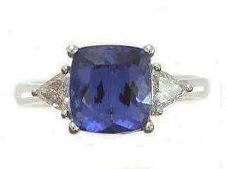 1023: 14kw Tanzanite & Diamond Ring