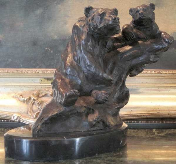 39: MOTHER AND CUB GRIZZLY BEAR SCULPTURE BY MENE